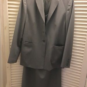 Talbots size 6 Skirt Suit/olive Green